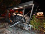 Unfall Niederuzwil SG: Lenkerin weicht Katze aus und crasht in Bushaltestelle