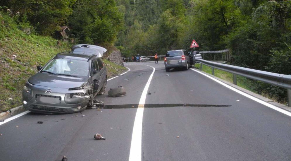 Unfall Schwyz SZ: Crash fordert drei Verletzte